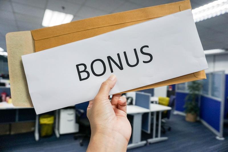 który bukmacher nie wymaga obrotu bonusem